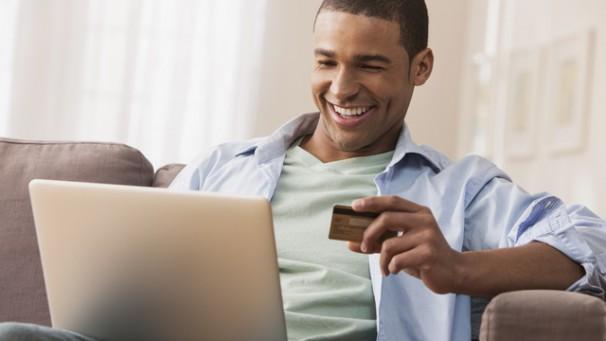 Brasileiro compra na internet por preço