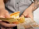 Consumidor prefere dinheiro ao cartão na compra de itens segunda mão